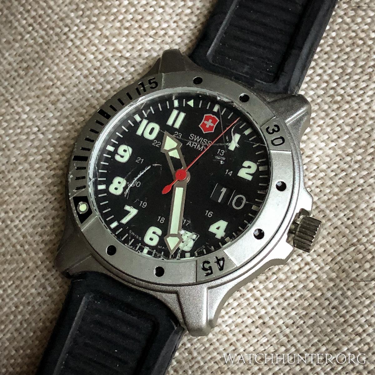 f8247b4afd4 MEET THE WATCH  Victorinox Swiss Army Centurion