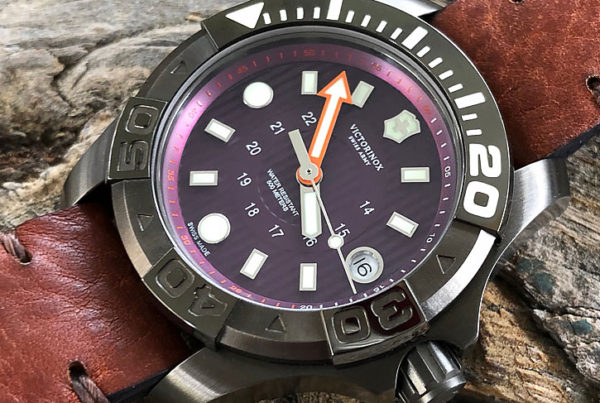 Victorinox Swiss Army Dive Master 500 Mid-Size Plum Review