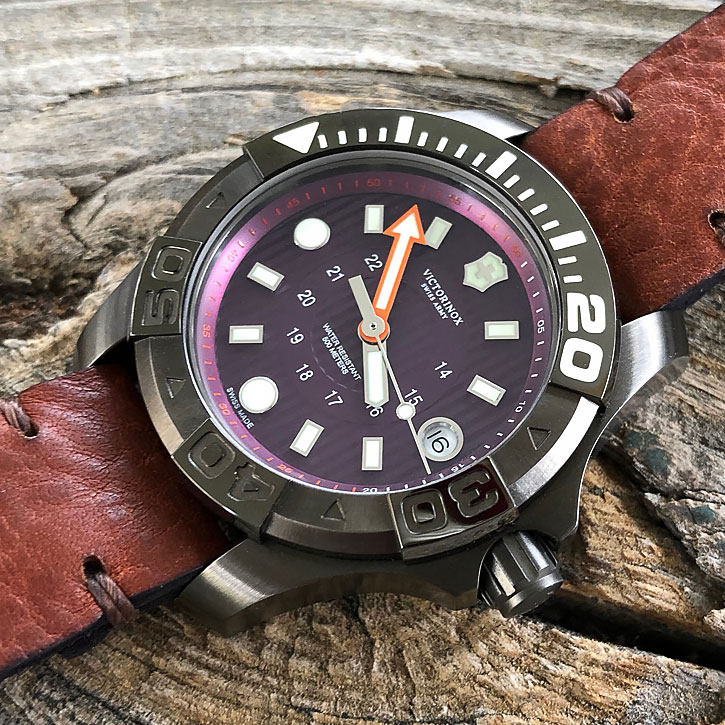 8a6946b5cfd7 MEET THE WATCH  Victorinox Swiss Army Dive Master 500 Midsize Purple Plum